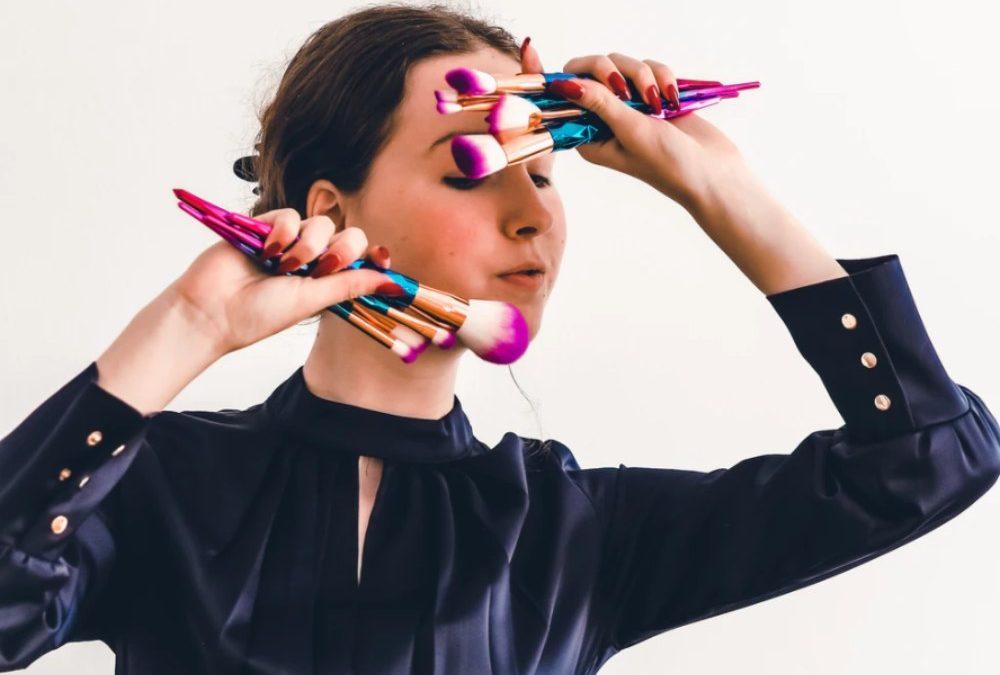 Herramientas que necesita una maquilladora profesional